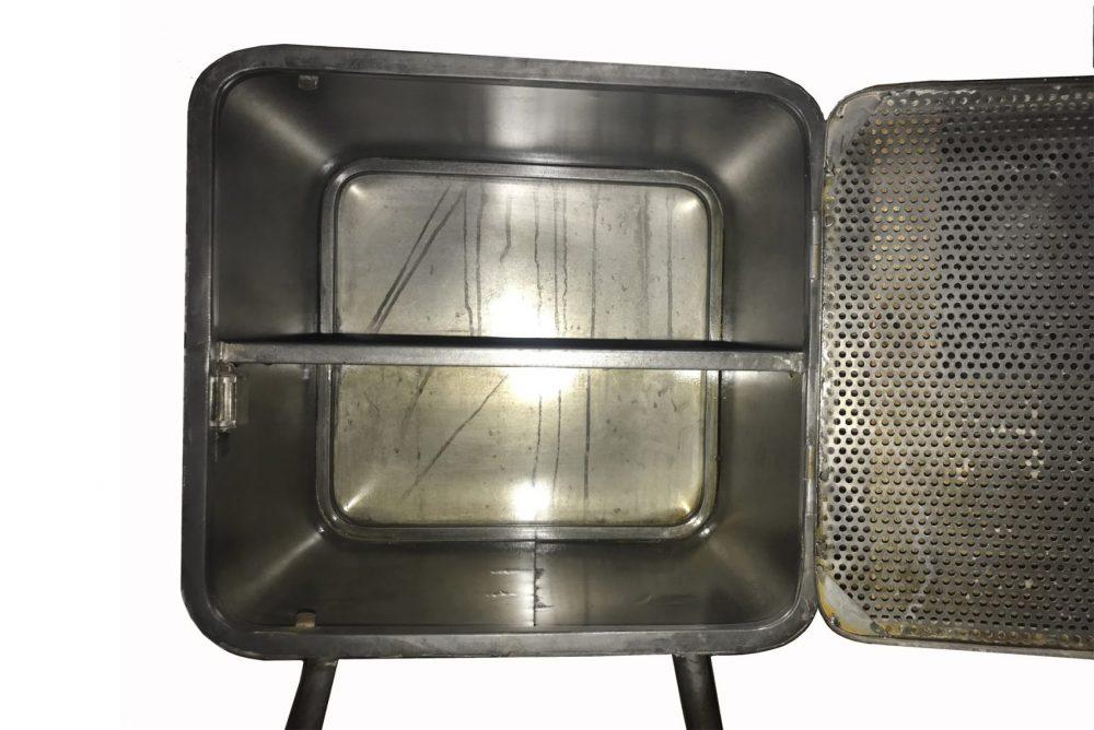 l'intérieur d'une table de chevet en métal, design industriel