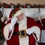 Père Noel devant la cheminée