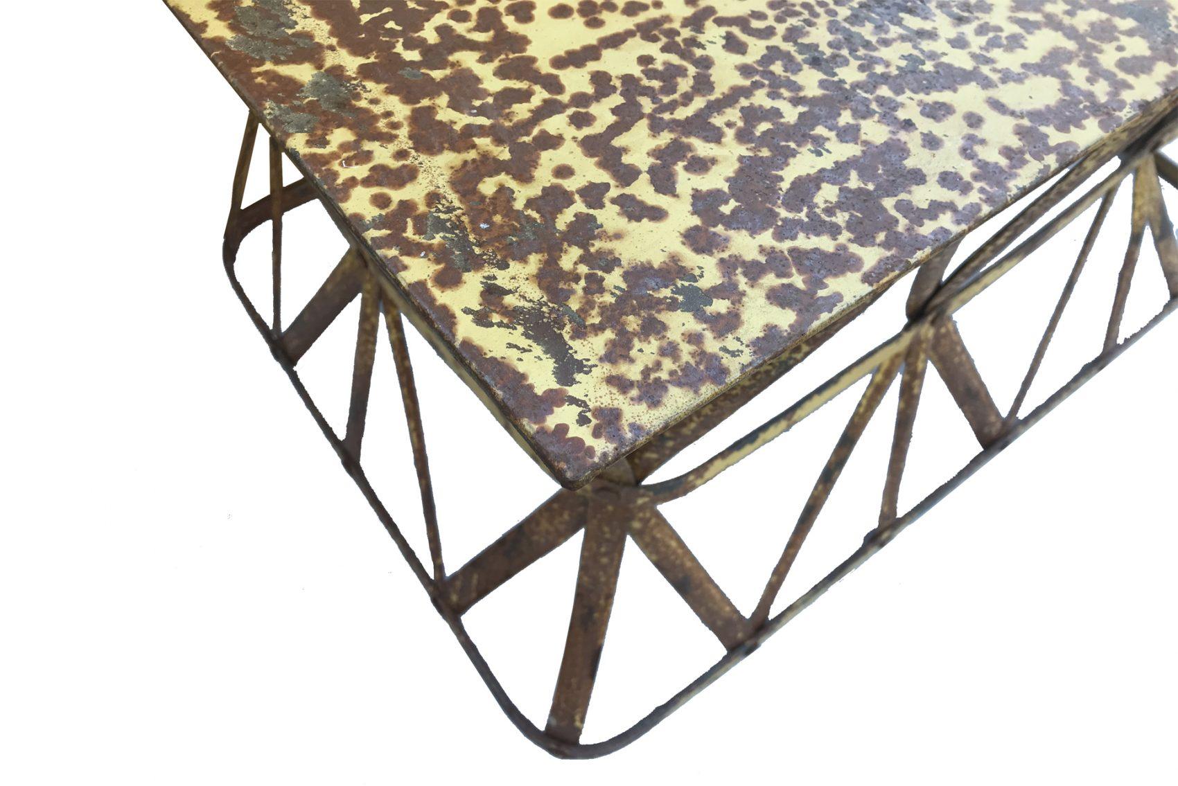 table jaune effet rouille